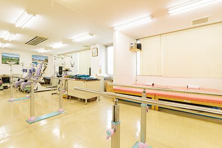 リハビリ室には各種機器がそろう