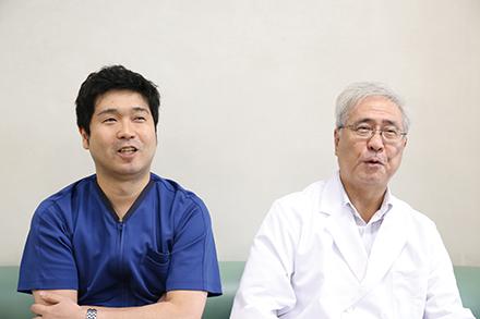 長浦院長(右)と主税先生(左)。患者と信頼関係を深めるには「本音を言うことも大事」とか