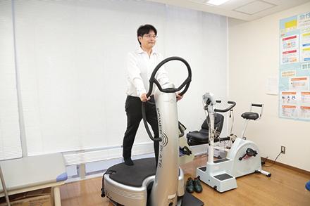 3次元振動マシンによる効率的かつ安全に配慮した筋力トレーニング