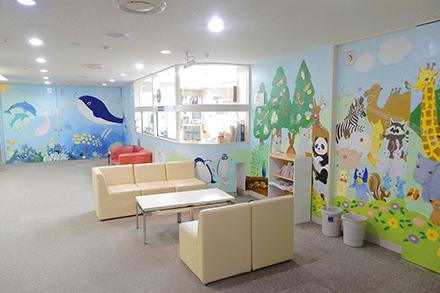 小児病棟は壁に動物が描かれ明るい雰囲 気