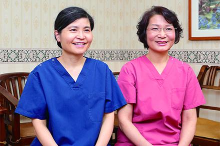 左:歯科部長の坂口三奈子先生 右:小児歯科担当の西野賢愛先生