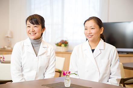 左:緩和ケア内科の尾阪咲弥花先生 右:緩和ケア医長の福田陽子先生