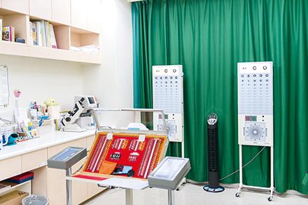 小児科と同じフロアにある眼科では、検査方法が特殊な小児の眼科診療も受けられる