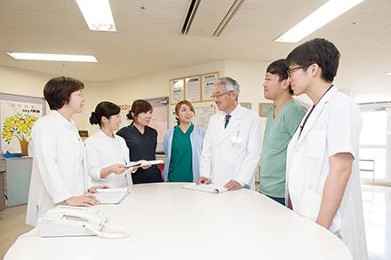 月に1度の院長巡回の前にはスタッフ全員で患者の情報を共有する