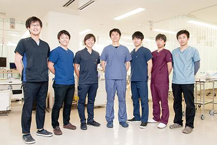地域の中核病院の一員として日々救急の現場を支える若き救急科のスタッフたち