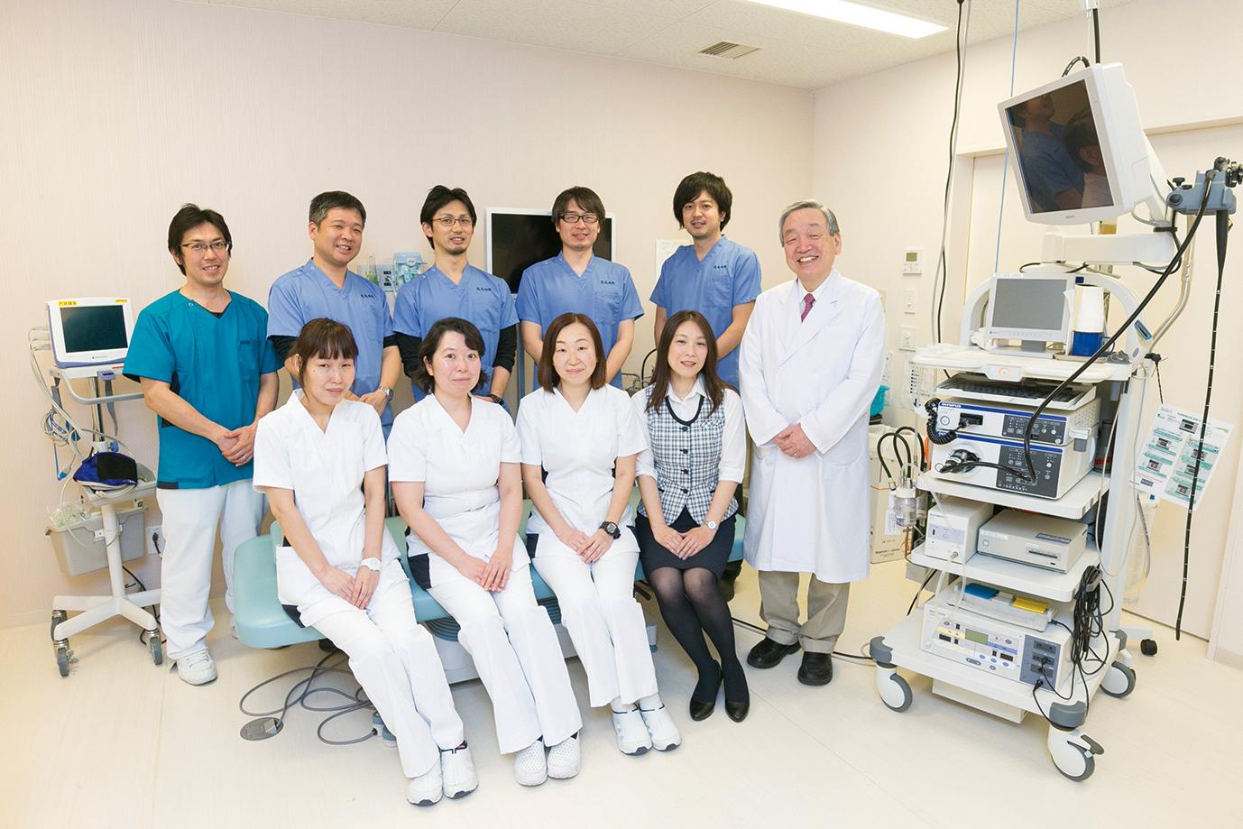 内視鏡室のスタッフ一同。患者が安心して治療に臨めるよう努めている