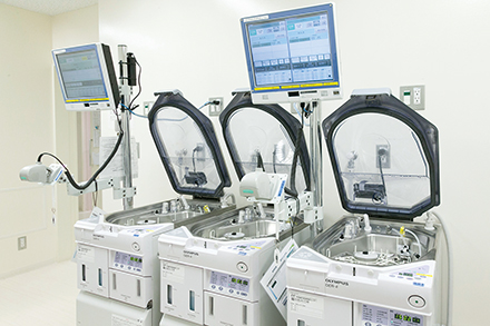 内視鏡洗浄機を3台設置し、スムーズな検診につなげている