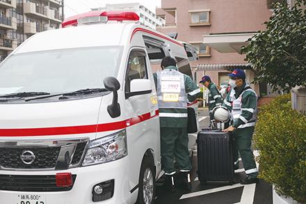 災害派遣医療チームであるDMAT隊。特別な訓練を受けている