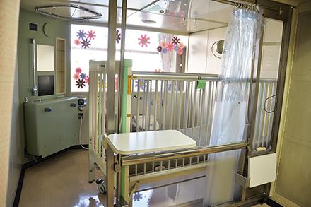 同院の無菌室では、日本でもトップクラスの数の小児患者の骨髄移植が行われている