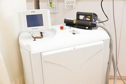 アトピー性皮膚炎にも効果的な光線治療機器「エキシマライト」は病変部のみに紫外線を照射できる