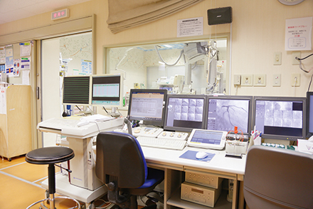緊急のカテーテル手術にも随時対応。他科との連携もスムーズ