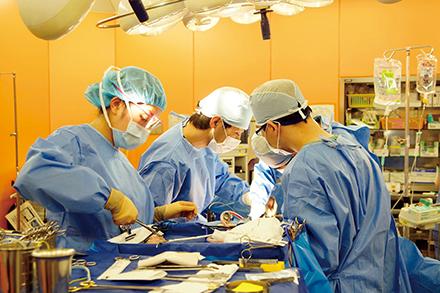 切除が困難な超進行がんでも、術前に放射線や化学療法を積極的に導入し、根治をめざす