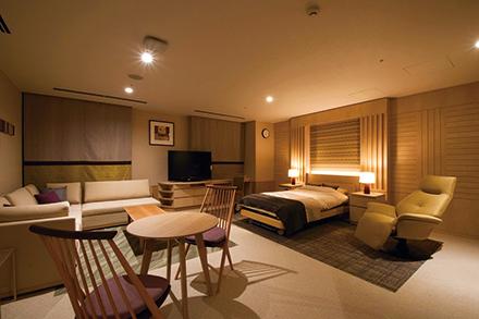 シックで落ち着いた内装の特別室。上質なベッドでゆったりと療養できる
