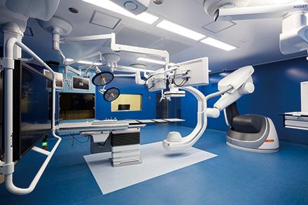 先進機器がそろうハイブリッド手術室