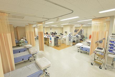 中央処置室。トリアージによってここで待機する患者も