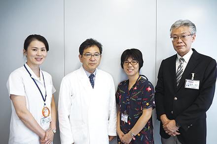 長年実務を担う花岡一成医療連携室長を中心に、多職種から成る医療連携室