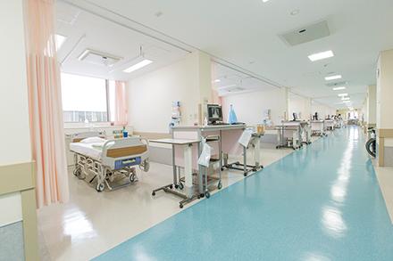 同院では内科系・外科系ともに幅広い知識を持つ救急専従医がERを担当している