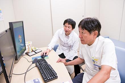 整形外科では毎朝、前日に診療した患者のカンファレンスを行っている。細かな情報共有のもと、事前に治療方針を検討する