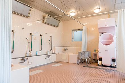 入院生活にめりはりをつける入浴の施設も充実。車いす患者の入浴も可能
