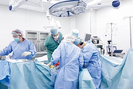 門脈など血管の合併切除を含めた膵がん手術(膵頭十二指腸切除術、膵体尾部切除術、膵全摘術)を行う