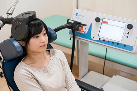磁気刺激で神経活動を活性化させ、リハビリテーションの効果アップが期待できる磁気刺激療法