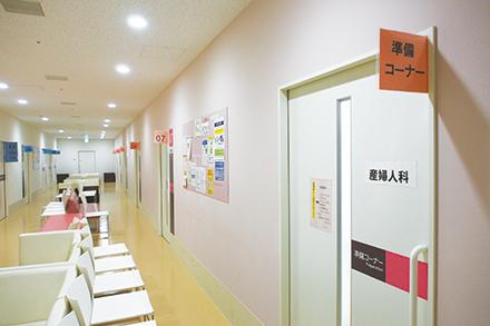 プライバシーに配慮された診察室。それぞれの患者の希望や生活スタイルを考えエビデンスに基づいた診療が行われている