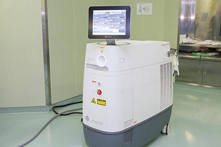 内視鏡を尿管内に挿入し、レーザーによって結石を砕く治療装置も導入されている。設楽先生の専門分野