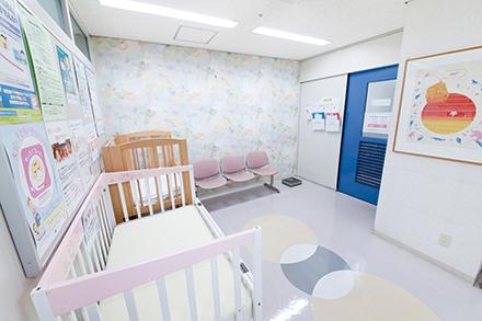 「診療では、子どもの目の高さで話すことを大切に、優しい医療提供に努めます」と小児科部長の森千明先生