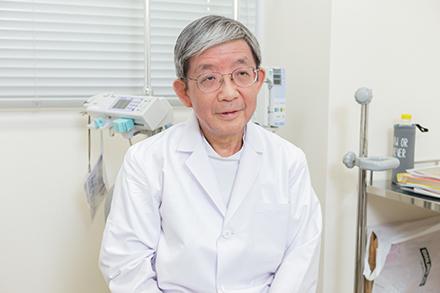 腎臓内科部長の佐藤直之先生。患者一人ひとりに心を配り、スタッフとも細かく情報共有を行う