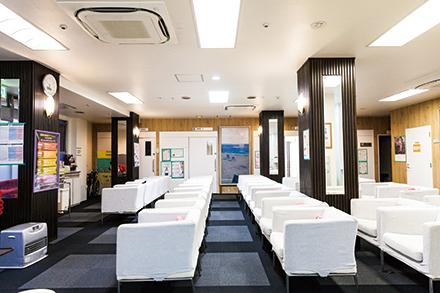 一般的な検査から専門性の高い検査までをワンフロアに集約。快適な空間でスムーズに診療する
