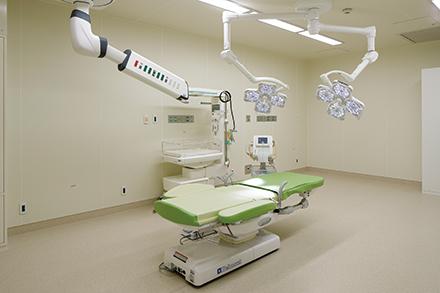 ハイリスクのお産に対応できるよう備えられた分娩室。周産期の救急患者に迅速に対応