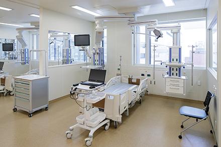 小児集中治療管理室(PICU)。集中治療により、多くの小児患者の救命を行っている