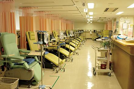外来化学療法室では、ベッド5 床とリクライニングチェア18 床を用意
