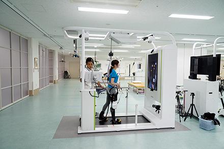 企業と共同開発を行った歩行訓練ロボット