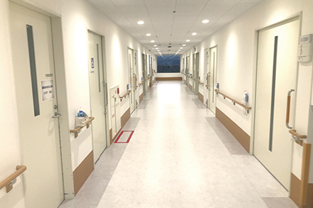 緊急入院にも対応できる病床も完備