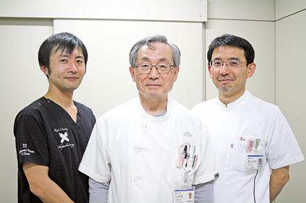 3人の医師で手外科の専門治療を行っている。左より加藤知行先生、田崎憲一先生、岡﨑先生