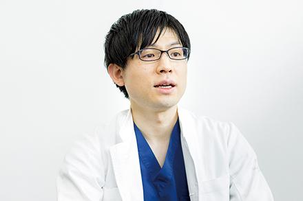 福田先生。股関節、膝、肩を専門分野とし数々の手術を手がける。やわらかく誠実な人柄も印象的だ