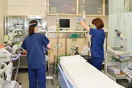 搬送された患者は救急の外来で処置を受けた後、夜間救急病床で一晩過ごす