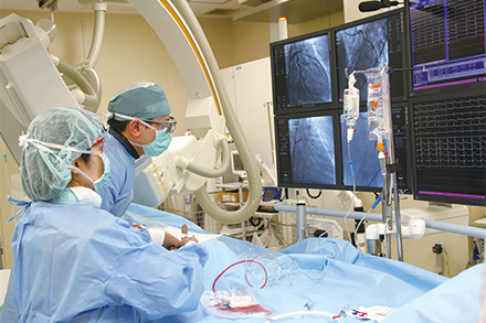 急性心筋梗塞をはじめ緊急処置を要する病気には、昼夜を問わず対応