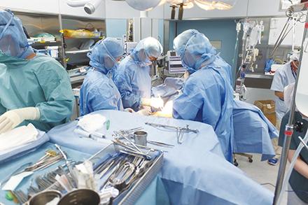 腎移植に加えて、腎不全患者が必要とする透析アクセスや二次性副甲状腺機能亢進症に対する外科治療を得意とする