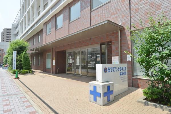 武蔵小杉駅からすぐという好立地に位置する
